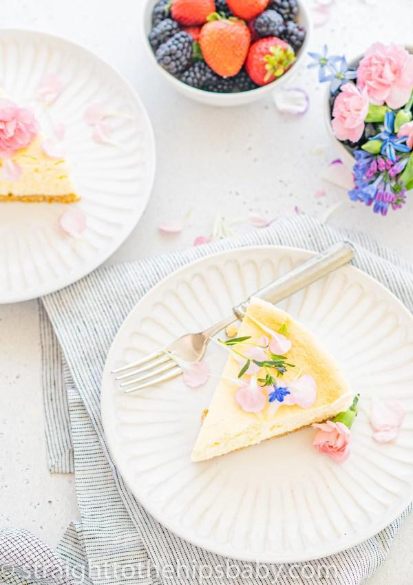 creamy keto cheesecake flavored with vanilla and sesame