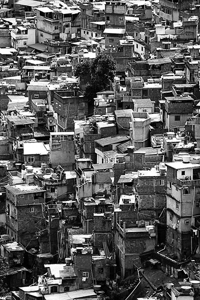 400px-Rocinha_in_black_and_white
