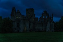 Regina tok oss med ut mot kysten og her besøker vi Ungru Manor