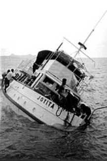 Το MV Joyita, όπως βρέθηκε στις 10 Νοεμβρίου του 1955