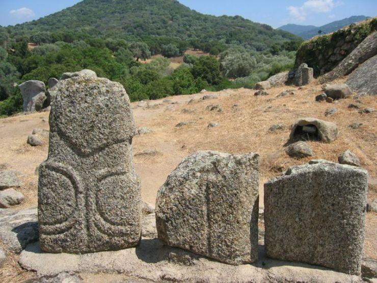 Λεπτομέρεια από τα μονολιθικά μνημεία της Φιλιτόσα