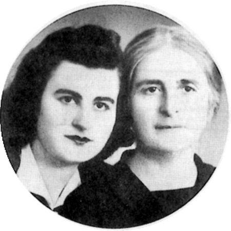 Η Βασιλική Ράλλη (αριστερά) μαζί με τη μητέρα της, Αγγελική