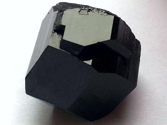 Μαύρη τουρμαλίνη
