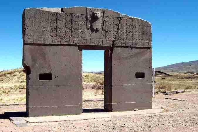 """Η """"Πύλη του Ήλιου"""" στο Tiwanaku της Βολιβίας"""