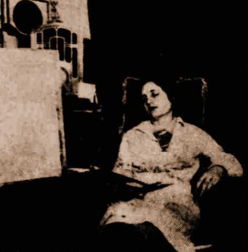 Ένα από τα εξαιρετικά μέντιουμ της Εταιρίας Ψυχικών Ερευνών, η ζωγράφος Μαρίνα Σκαρλάτου, η οποία ζωγραφίζει και εν υπνώσει