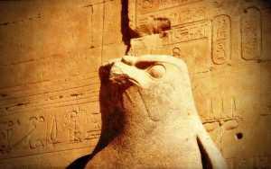 Η μούμια του ιερού γερακιού του θεού Ώρου, που έσταζε αίμα…