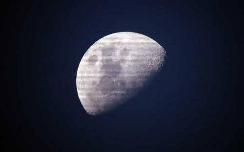 Τα μυστηριώδη θερμά σημεία της Σελήνης...