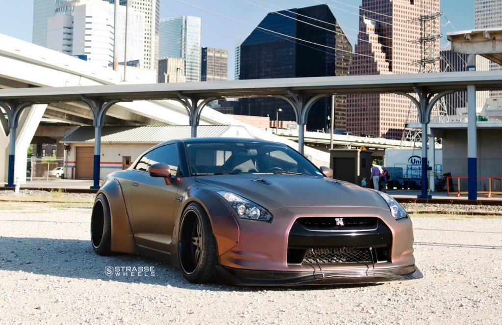 Strasse Wheels - Liberty Walk Wide Body Nissan GT-R - SP5R Signature Series 1