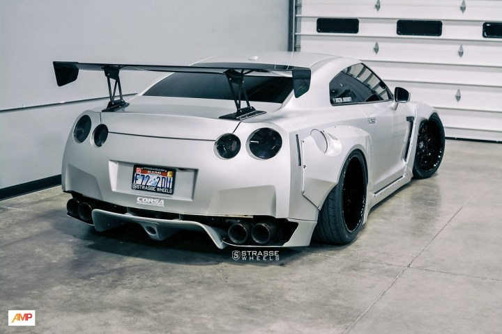 Rocket Bunny Nissan GT-R - SV8 Signature Series 18