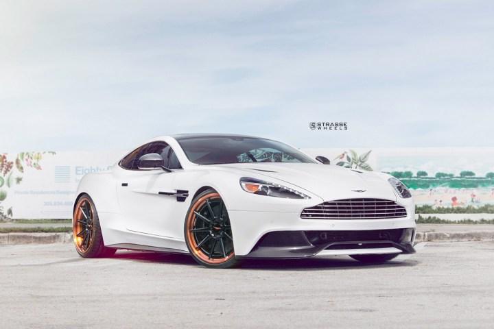 Aston Martn V 2