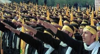 500 éléments du Hezbollah libanais effectuant le Salut Romain lors de la commémoration de la journée de la résistance
