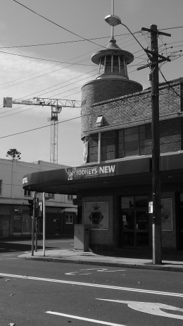 horse-jockey-bw-2016-knight-street-facing-parramatta-road