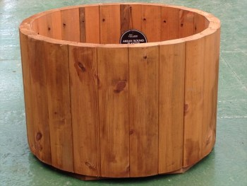 Tom Chambers Arran Large Round Planter available from Strawberry Garden Centre, Uttoxeter