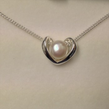 Equiliibrium 274355B freshwater peal heart shaped necklace available from Strawberry Garden Centre, Uttoxeter