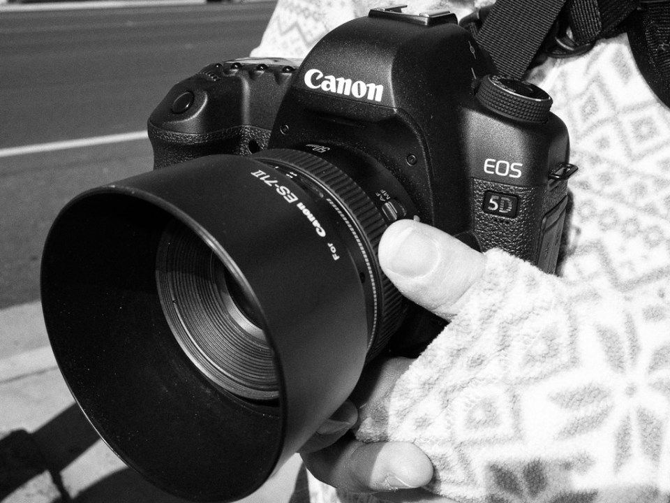 Deirdre's Canon 5DMkII with a fast 50mm lens. Great Combo.