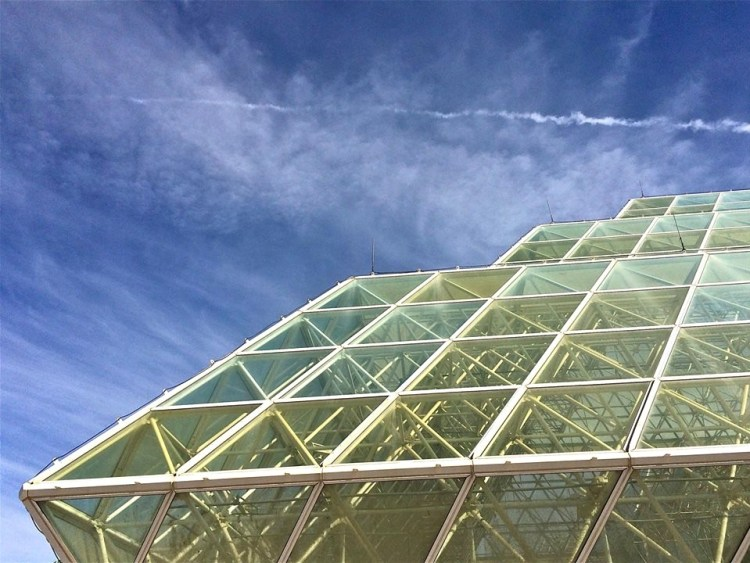 This 7,200,000-cubic-foot sealed glass and space-frame structure contains 5 biomes, including a 900,000-gallon ocean, a rainforest, a desert, agricultural areas and a human habitat.