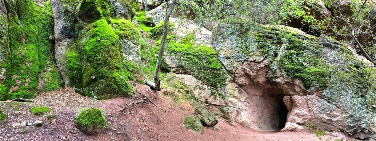 Large-scale earth movement also created the talus caves that can be found throughout the park. Deep, narrow gorges and shear fractures were transformed into caves by large chunks of rock falling from above and wedging into the cracks leaving an open area below.