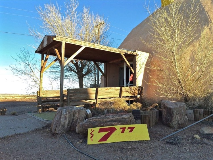Trading posts were once as common as payphones and mom-and-pop motor courts along this northern Arizona stretch of the Mother Road. Tourists flocked to them to buy feathers, faux tomahawks, tumbled stones and samples of petrified rocks.