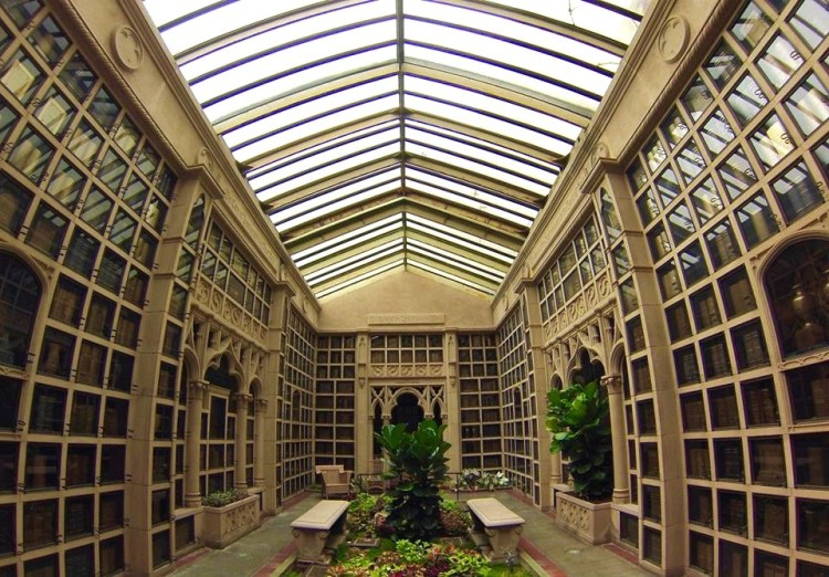 Some of the rooms give the impression of being in a greenhouse, as lush foliage burgeons between the urn columns.