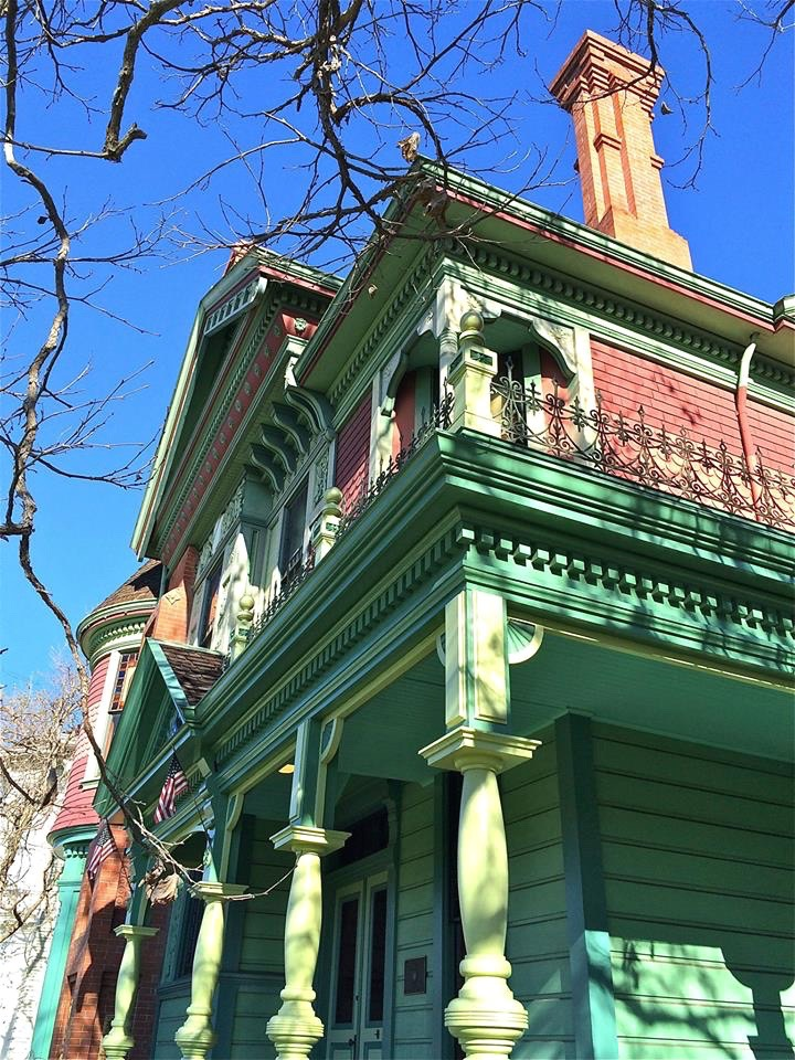 Built in 1887 by George W. Morgan, a land speculator and real estate developer, at the foot of Mount Washington.