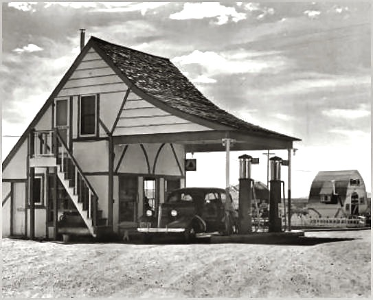 A Christmas themed town that popped up in a lonely stretch of Arizona desert in the late 1930's...