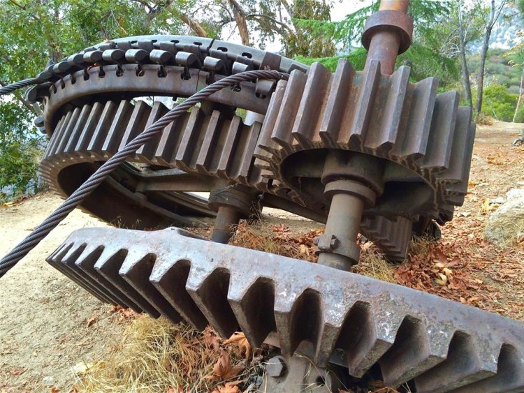 Cable drive with companion intermediate gear assembly and two 6-foot guide wheels which stood at the top of the Great Incline. The intermediate gear was one of two retrieved from the hillside via helicopter in 1993.