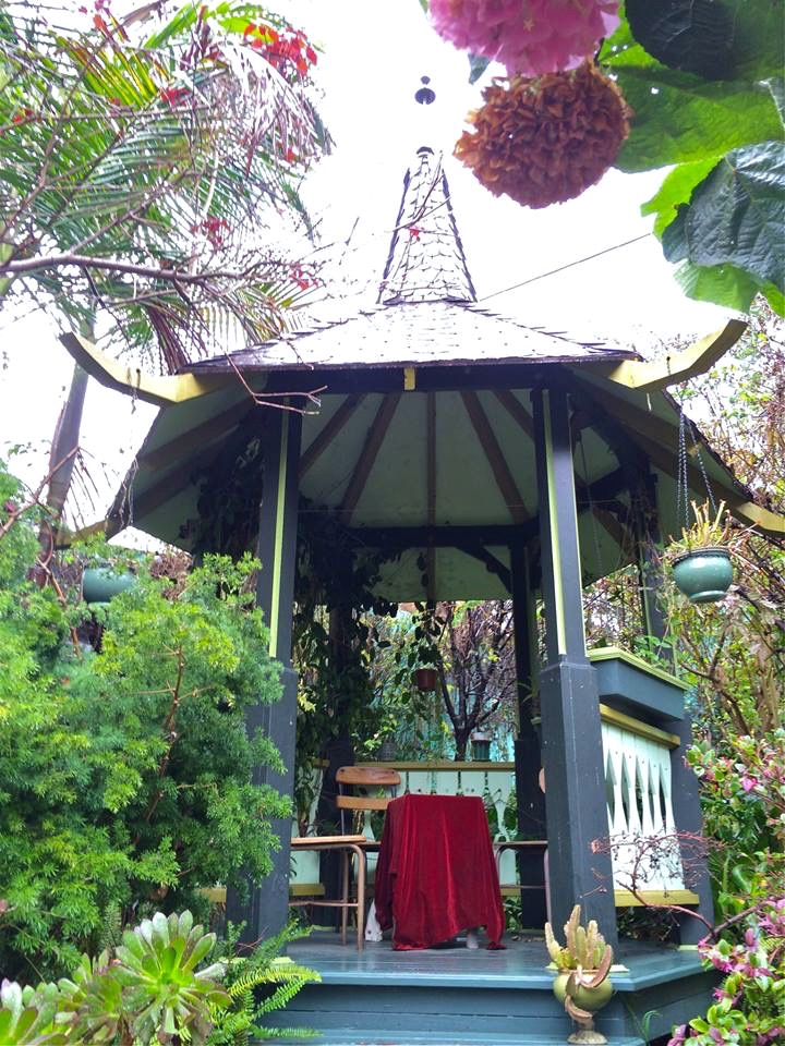 The pagoda which made a great rain shelter.