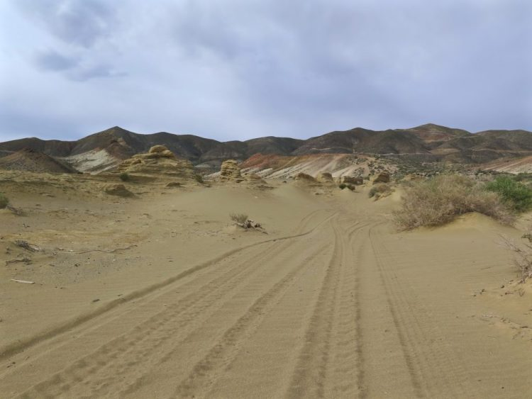 As I headed south, the dirt trail turned to sand, so I back up and preceded head to a less sandy area that looked like a good place to park.