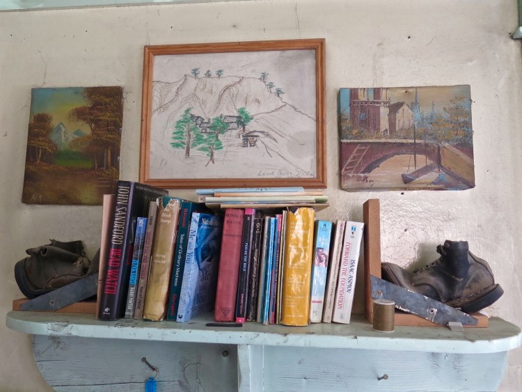 There's a quite a few books and some cool drawings left by previous guests that have stayed in the camp.