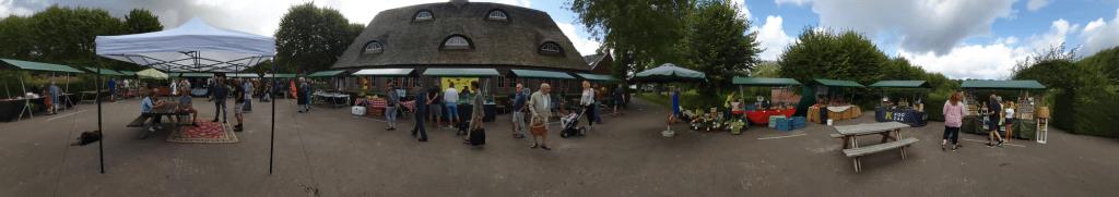 De zomermarkt op Ewsum was weer van alle markten thuis