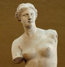 La Vénus de Milo est une sculpture grecque de la fin de l'époque hellénistique (vers 130-100 av. J.-C.) qui pourrait représenter la déesse Aphrodite, Vénus dans la mythologie romaine. Elle a été découverte en 1820 sur l'île de Milos