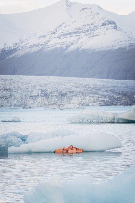 Fresque réalisée sur un iceberg fraîchement détaché d'un glacier voisin ©Hula