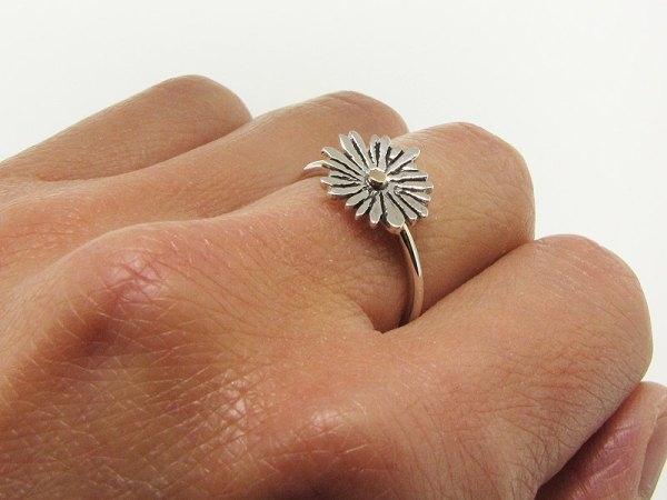 Daisy ring by TDN Creations on Etsy