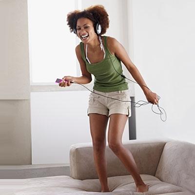 woman-dance-sofa-400x400