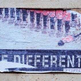"""ein Plakat von Grafugee das sagt """"Be different"""" und eine Reihe von Soldaten zeigt von denen einer liegt"""
