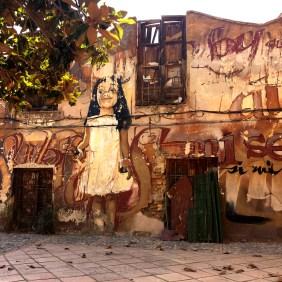 Mädchen im weißen Kleid, ein Mural von El Niño de las Pinturas