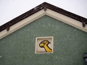 im Dachgewölbe findet sich die gelbe Faust von Kripoe