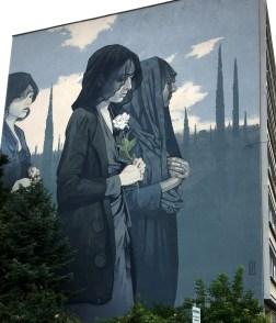Mural von BEZT zeigt drei trauernde Frauen