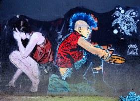ein Mädchen und ein Punk
