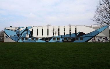 Riesiges Mural von Reso, dass aussieht wie ein Boot.