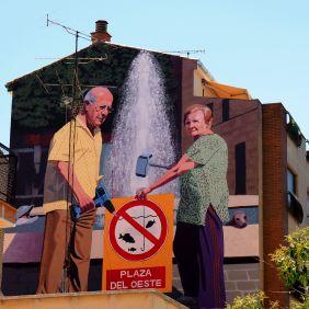 Das Mural zeigt ein Ehepaar mit Hammer und Akkuschrauber