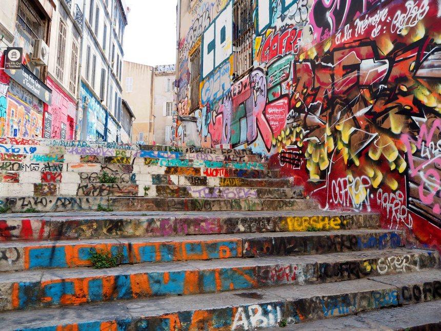 Graffitis auf einer Treppe