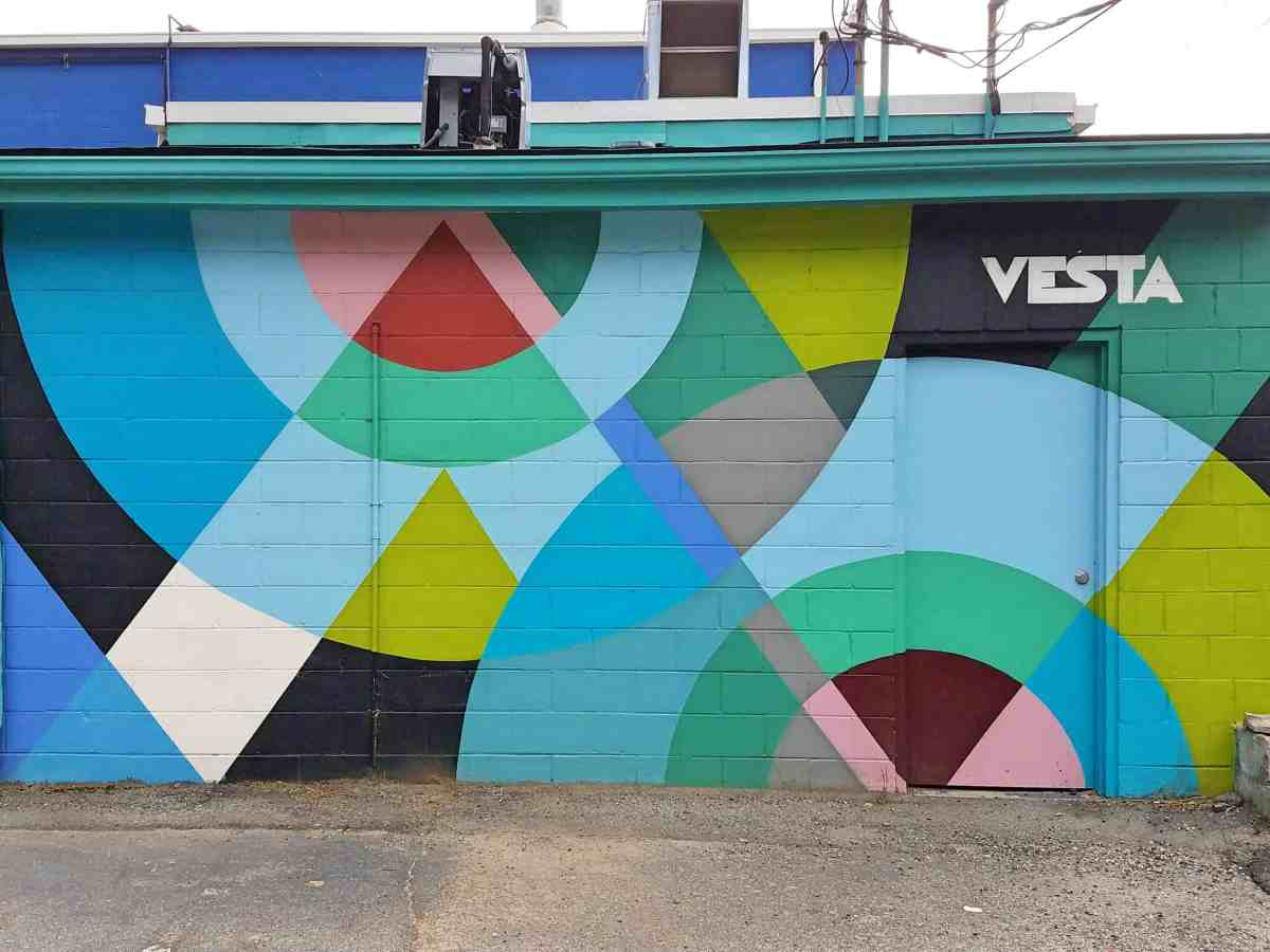 mural featuring circuar geometric patterns by artist Stenvik Mostrom