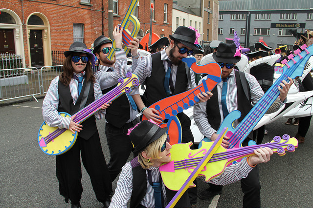 Music themed performers, street entertainers, jazz costumes
