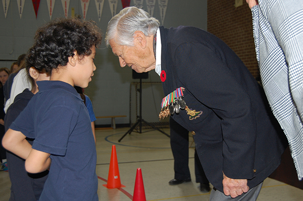 Students thank Second World War veteran Jack Rhind for his service