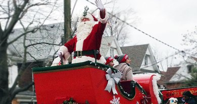 Santa waves in Beaches Santa Claus Parade
