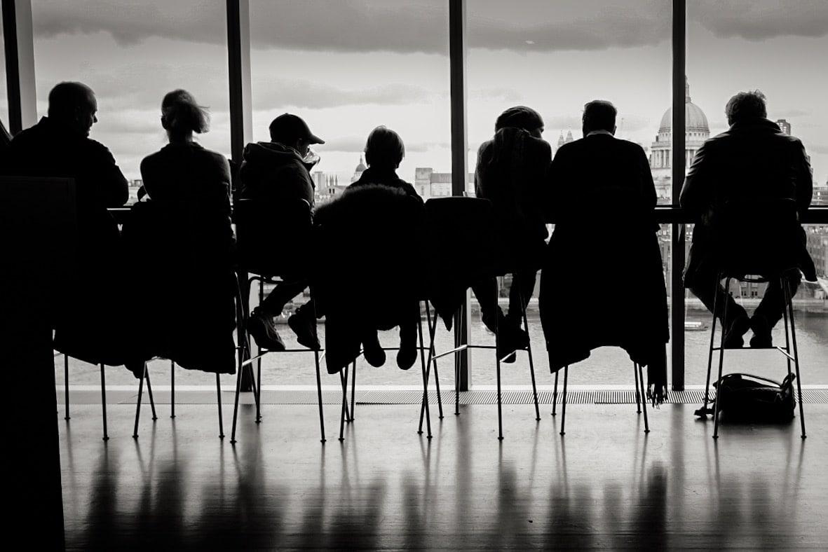 Ombre chinoise devant la vitre du dernier étage du Tate Modern