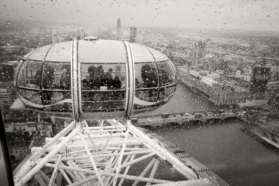 Capsule du London Eye avec Westminster et Big Ben en fond
