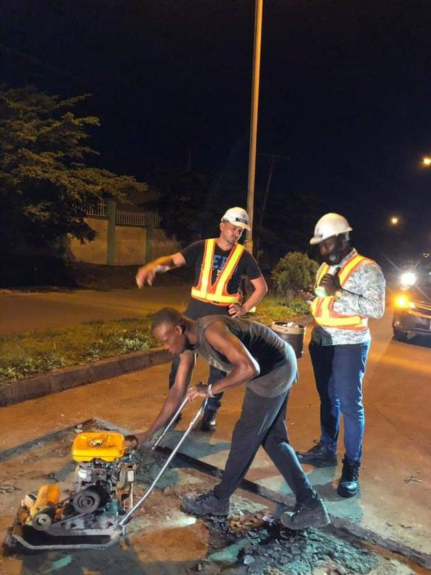 Enugu State government commences fixing of potholes traffic lights