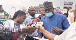 Nigerians Storm Abuja Rally, Explain Why Fuel Subsidy Removal Must Remain 6